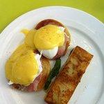 breakfast - Eggs Benedict
