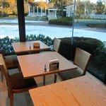朝食のレストランから残雪が見れました