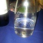 Sporcizia all'interno della bottiglia d'ac