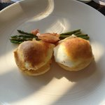 Oeuf Benedict for breakfast - GREAT choice