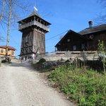 Gipfel mit Aussichtsturm und Gasthof