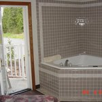 In-room jacuzzi & balcony access
