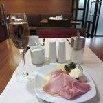 朝食のスパークリングワイン