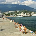Lower beach promenade near Hotel Oreanda