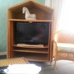 good size tv but old furniture
