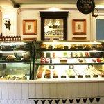 ภาพถ่ายของ Dhara Dhevi Cake Shop