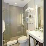 Bathroom & Amenities
