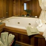 Timbers Suite Double Jetted Tub for 2