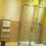 Sunshine Yellow Bathroom - Purple Suite