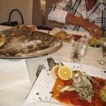 gemischte Fischplatte mit Sauce provenciale und gegrilltem G