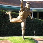 The Payne Stewart sculpture capturing his exuberance upon sinking the winning