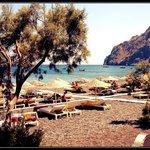 une plage de santorin