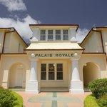 Palais Entry