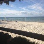 terraza del buffet, literalmente en la playa