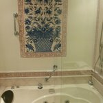 Tiles and jacuzzi (superior room)