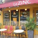 Le Zinc outside
