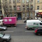 Blick aus dem Bett auf die Torstraße