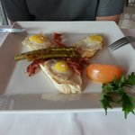 RS a la carte breakfast - quails eggs with asparagus