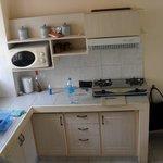 cuisine :frigo,deux taques,micro onde, un peu de vaisselle,e