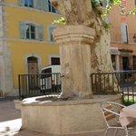 Bonnieux Roma style place