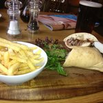 Beef sandwich with chunky chips