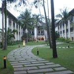 Jardin avec le lobby au fond