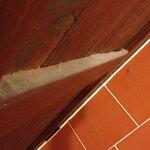 Polvere dietro la porta del bagno altezza 1,60mt