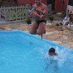 Quando estamos felizes até uma pequena piscina se torna grande!