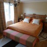 Habitacion principal, cama muy comoda y gigante (King Size o mas grande)