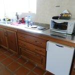 Cocina, horno electrico, heladera bajo mesada, tostador, pava electrica, etc