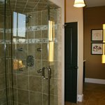 Steam shower with spray jets and rain shower head