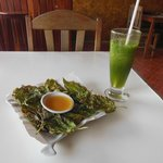Fried mulberry leaves and lemon-mint shake