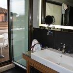 salle de bains et terrasse chambre sup étage 6.