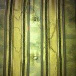 Cernes sur divan - pouf