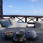 Teechen mit Blick aufs Meer. Im Restaurant