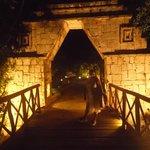 puente de madera camino a la playa