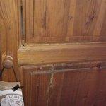 armoire menace de tomber en chambre