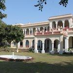 Hotel Khasa Kothi - First view