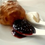 Scone with marscaponi & confiture