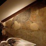 Antichi dipinti riaffiorati durante l'ultima restrutturazione dell'Hotel