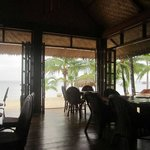 Youcan see teh beach and sea from your table!