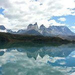 Los Cuernos del Paine desde el lago Pehoe.