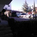 Estacionamiento, jardín y area de desayuna