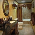 The Gold Miner's Daughter Room bath