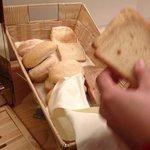 pan escaso y del día anterior, durísimo