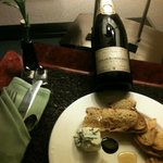 Our champagne and chesse plate in our room.Very nice!