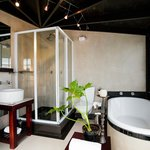Room 5 - Luxury Room - Bathroom