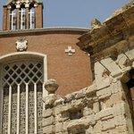 Kirche und Triumpfbogen
