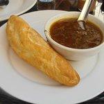 牛肉湯和法國麵包