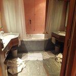 Toalett med bubbelbadkar